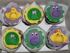 Barney cupcakes.jpg